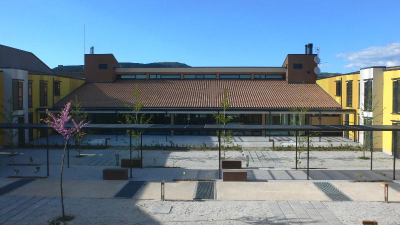 patio-central_con-sol-y-sombra