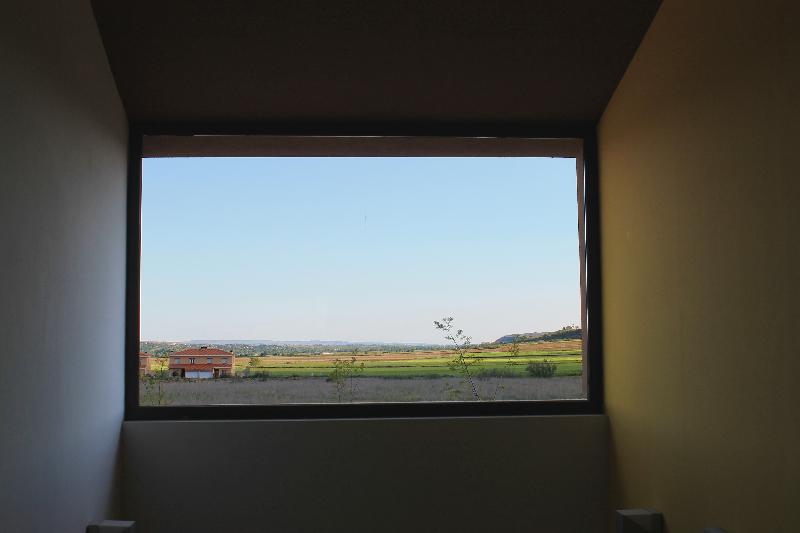 corredores_ventana-de-escalera-al-paisaje
